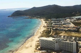 Playa d'en Bossa in 5 places for the day