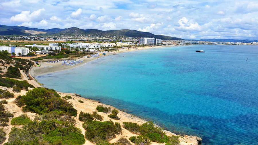 walking routes in Ibiza for spring around playa den bossa